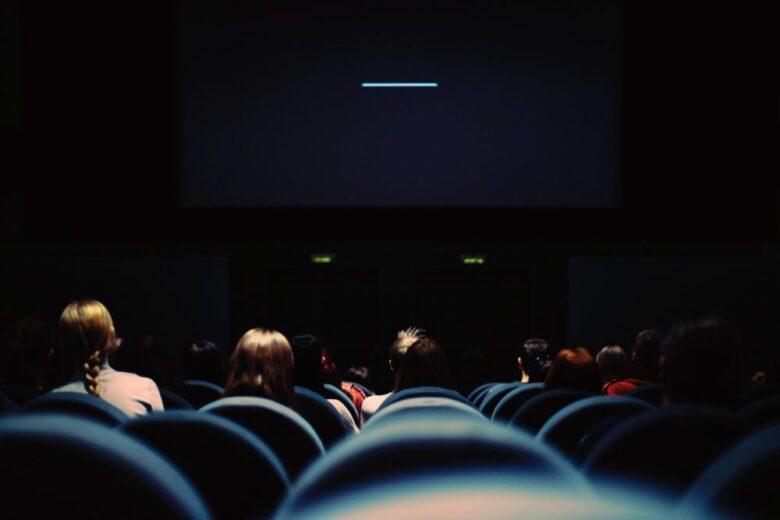 字幕なしで映画を見たいあなたへ。字幕なしで見るレベル・勉強法を解説