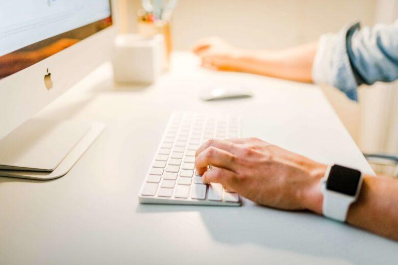 ビジネス英語のメールの勉強法や書き方を、1日50通書く私が解説